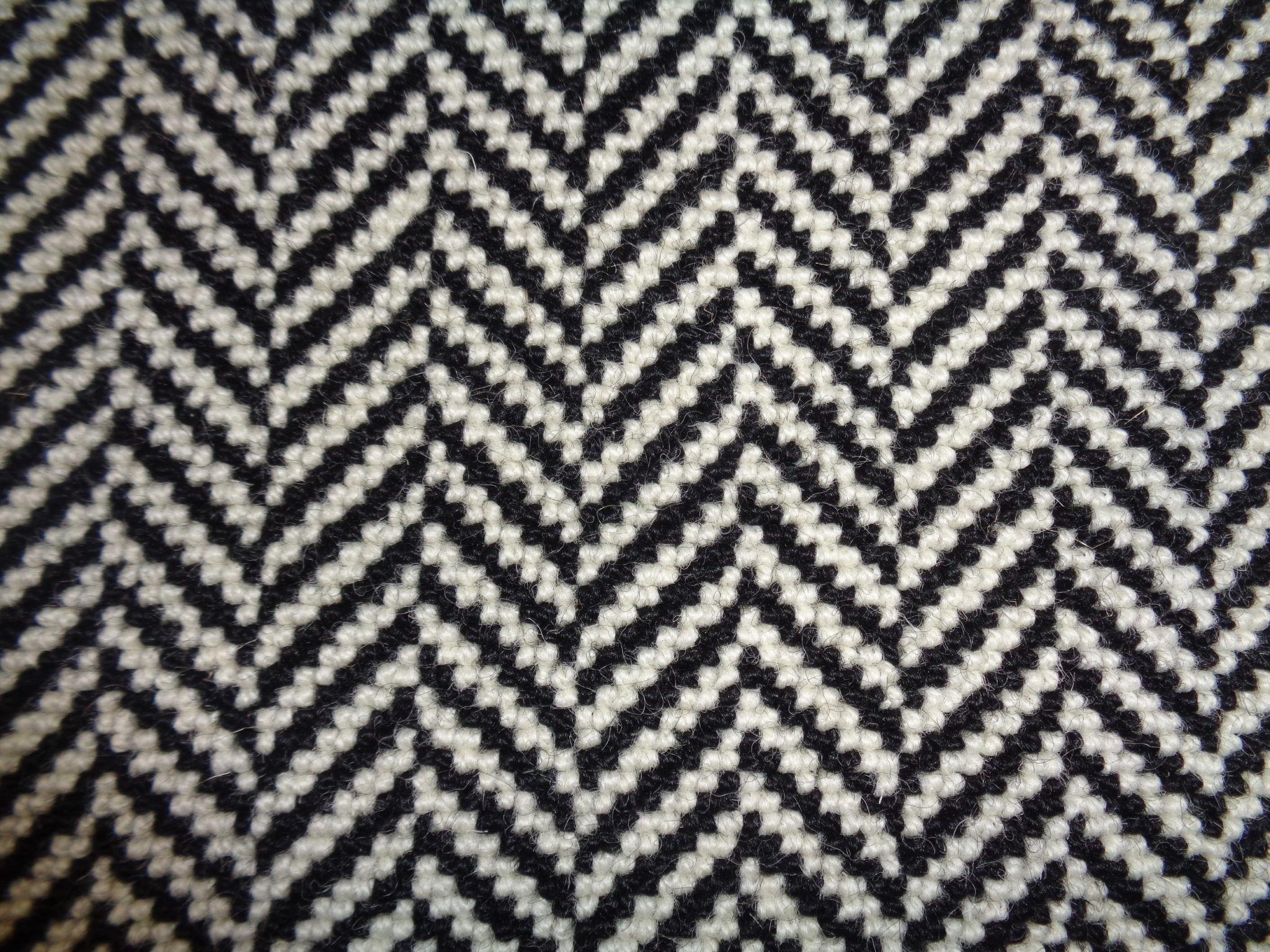 Image of Herringbone – Black / 739 White 12' x 13'5""